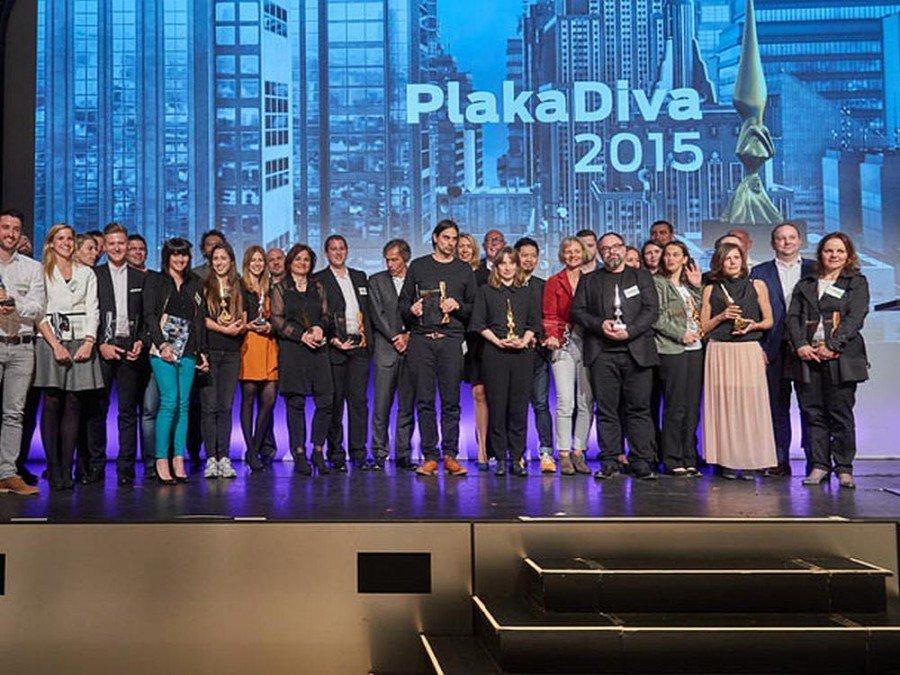 Das sind noch längst nicht alle auf dem Siegertreppchen - einige der Preisträger der PlakaDiva 2015 (Foto: PlakaDiva)