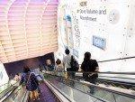 """Die kleiner Form - aber in größer: neue 24"""" Screens an der Rolltreppe (Foto: JCDecaux)"""