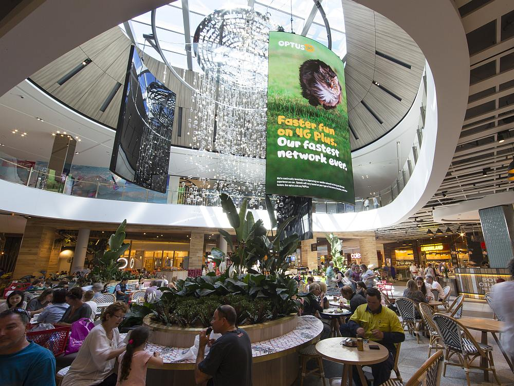 Drei der vier neuen Curved LED Video Walls in der Mall Pacific Fair (Foto: NanoLumens)