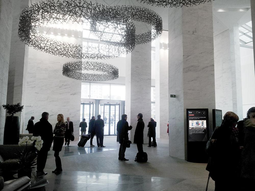 ECN Screens in der Lobby eines Hochhauses (Foto: ECN)