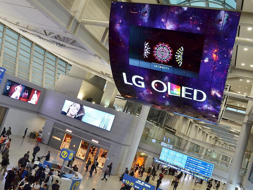 Einer der beiden neuen OLED Mega Screens in Incheon (Foto: LG)