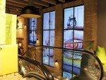 Hier geht es nicht um schmale Bezel - sondern um die authentische Anmutung großer Fensterfronten (Foto: NEXGEN smart instore)