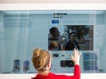 Hypebox heißen die in verschiedenen Größen installierten Schaukästen mit durchsichtigen interaktiven Screens (Foto: Martin Hangen / MSH)