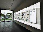 Leuchtposter und Hochkant Screens sind geschickt integriert (Foto: komma,tec redaction)