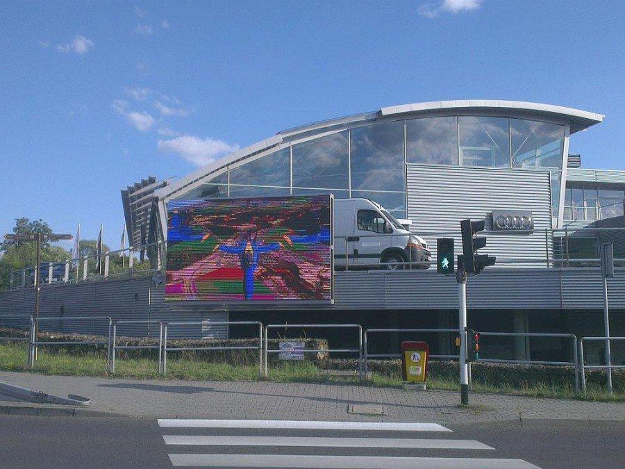 Mit einer Luminanz von 8000 lm/ m² ist der LED Screen auch bei sehr hellem Umgebungslicht sehr gut sichtbar (Foto: BIGLED)