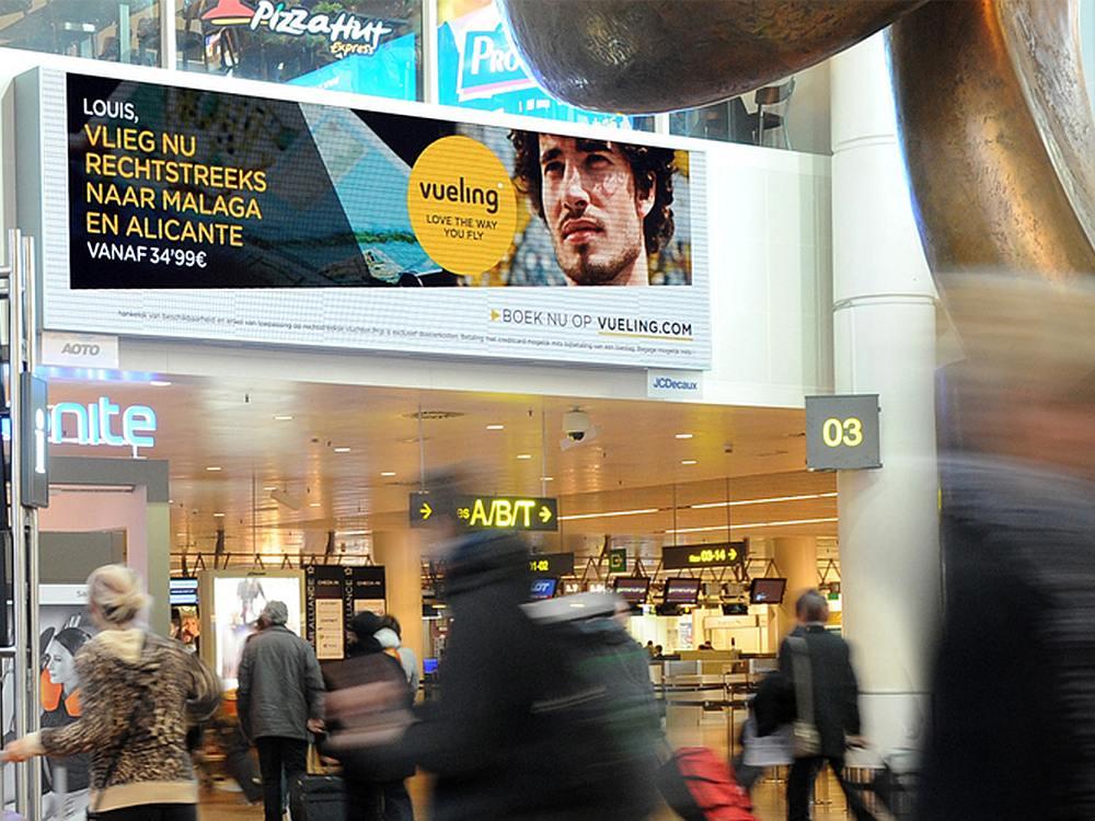 Offensichtlich von Aoto stammend - LED SCreen am Airport in Brüssel (Foto: JCDecaux)