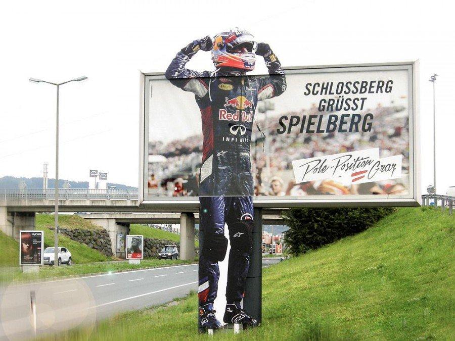 Pole Position Graz - auffälliges Sonderformat an einer Straße (Foto: Ankünder)