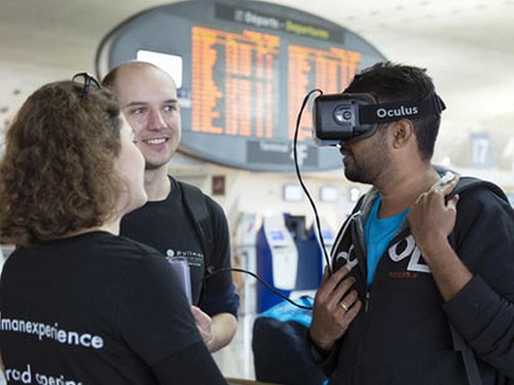Promo Team und Nutzer der VR Aktion für Pullman Hotels (Foto: JCDecaux)