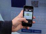 QR Code Nutzung am interaktiven Plakat (Foto: wetalkwithyou)
