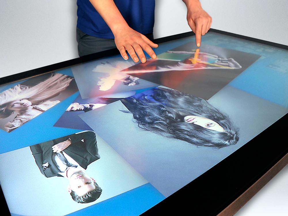 AVR Edge Multitouch Screen als Tisch (Foto: MMT)