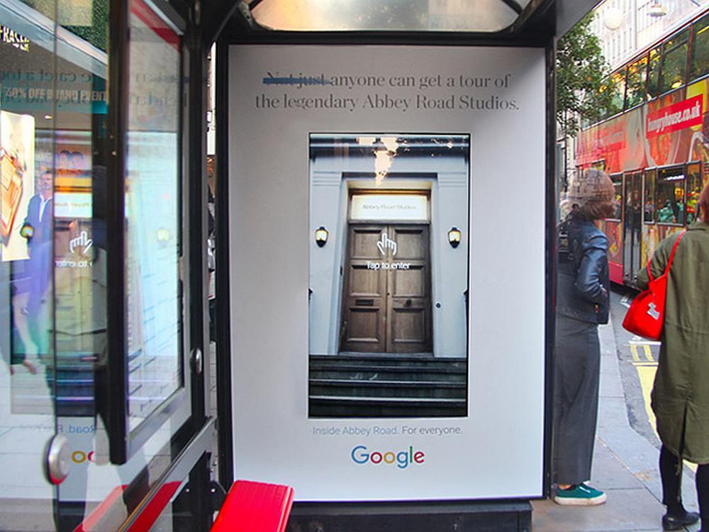 Inside Abbey Road Kampagne von Google an einer Londoner Bushaltestelle (Foto: Clear Channel)
