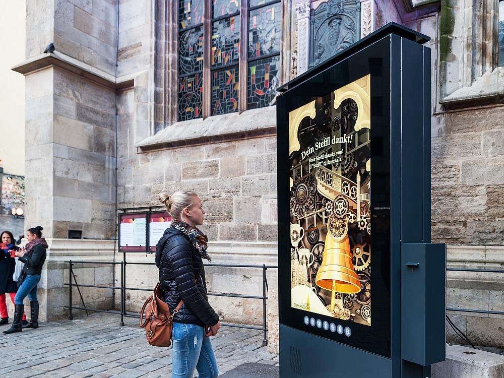 Stephansdom in Wien - DooH Screen der Gewista unterstützt beim Spendensammeln (Foto: Gewista)