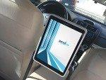 Die installierten Android Tablets zeigen Werbung und nutzwertigen Content im Fahrgastraum der Taxen an (Foto: Navori)