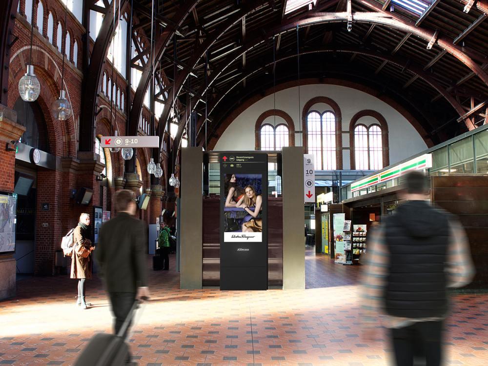 DooH Screen in einem dänischen Bahnhof (Foto: AFA JCDecaux)