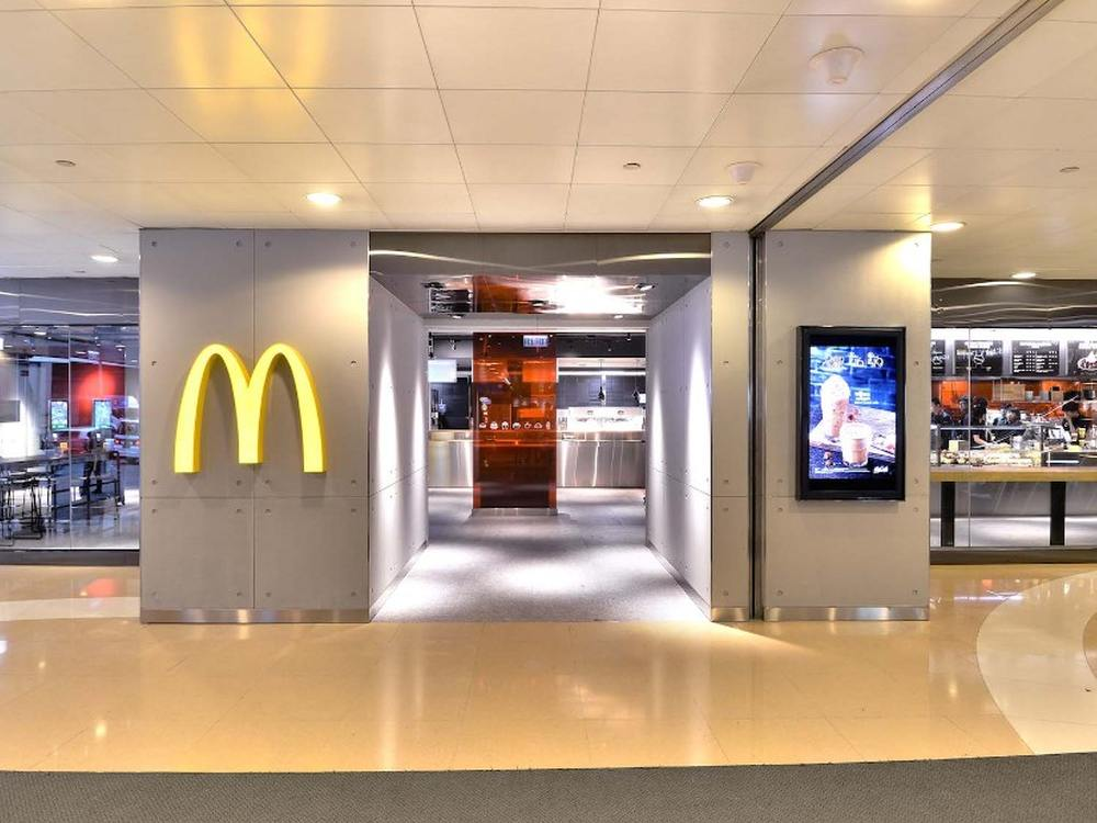 Eingang des McDonald's Next in Hong Kong (Foto: McDonald's)