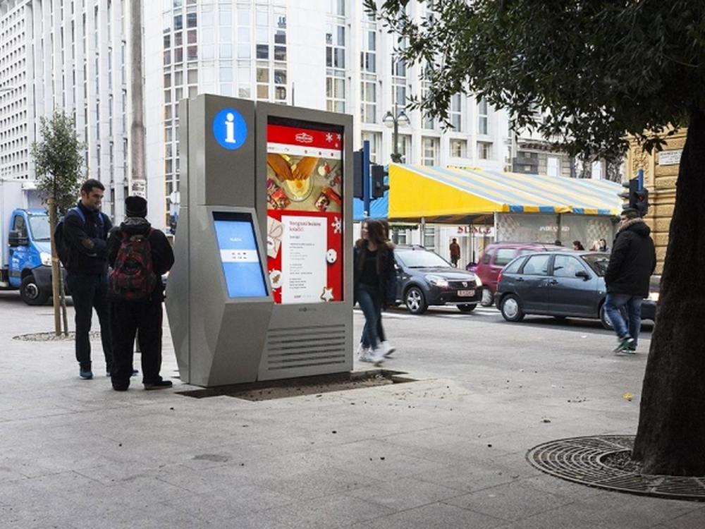 """In Kroatien installiertes imotionFLOW 75"""" mit 32"""" Zusatz-Display (Foto: Infinitus)"""
