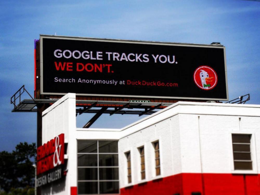 Kampagne der Suchmaschine DuckDuckGo auf einem Lamar Billboard (Foto: Lamar Advertising Compan)