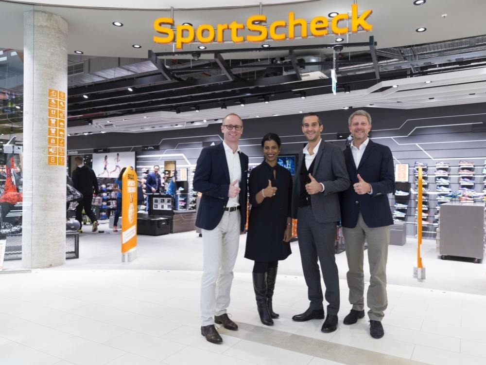 Komplette Führung von SportScheck (v. li.) - CDO Jan Kegelberg, Beiratsvorsitzende Neela Montgomery, CEO Markus Rech und CFO Lars Schöneweiß (Foto: SportScheck)