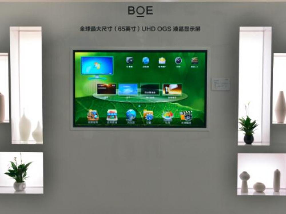 """Mit dem weltweit ersten 65"""" OGS UHD Touchscreen peilt BOE verschiedene B2B Märkte an (Foto: BOE)"""