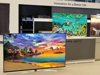 Neue Modelle - Links imm Bild neuer LG 86UH9550, Mitte 65UH9500 und rechts 65UH8500 (Foto: LG)