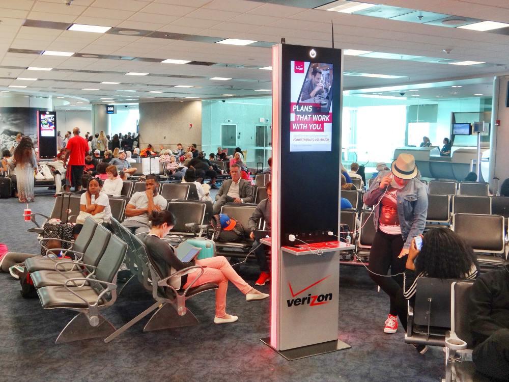Pilotprojekt in San Francisco - JCDecaux und Verizon kombinieren Stadtmöbel und 4G LTE Mini Funkzellen (Foto: JCDecaux)