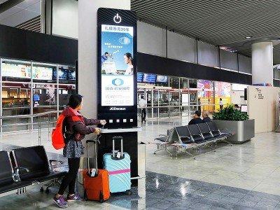 Power Pole im Arrivals Bereich des Airports - Guotai Junan warb als erster Werbungtreibender auf den Screens (Foto: JCDecaux)