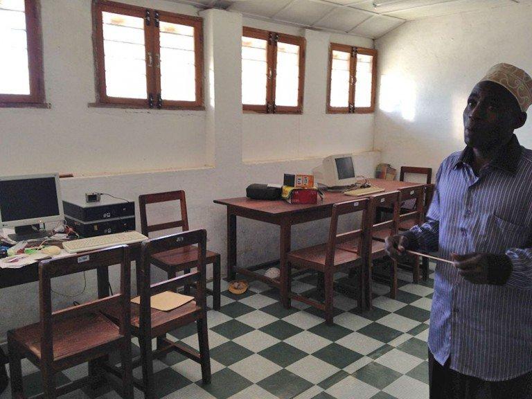 Computerraum der Schule in Uroa, Sansibar
