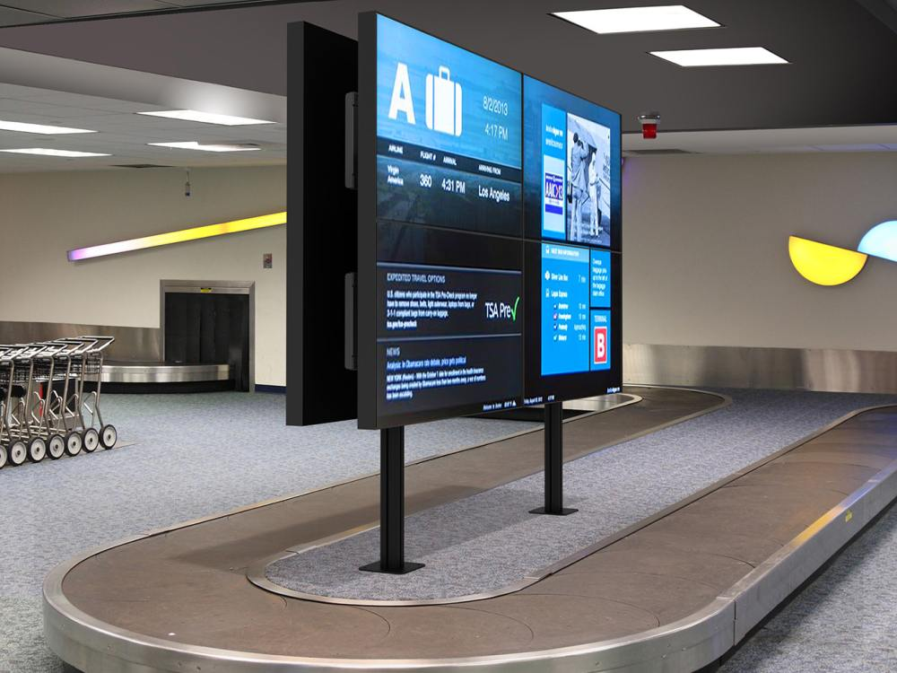 Video Wall mit SmartMount DS-S560-B2X2 an einem Gepäckband am Airport (Foto: Peerless AV)