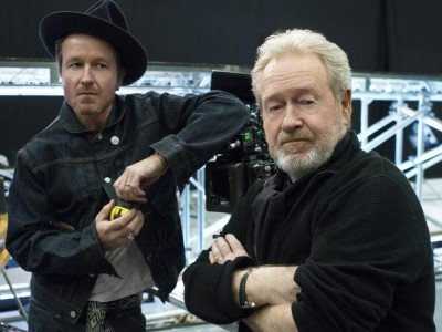 Am Set von Man of the Future - Regisseur Jake Scott und Vater und Produzent Ridley Scott (Foto: LG)