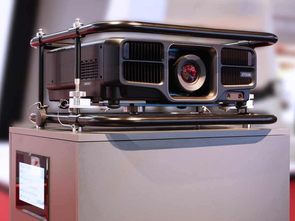 Epson 3 LCD Laser Projektor EB-L1405 auf der ISE 2016 (Foto: Lang AG)