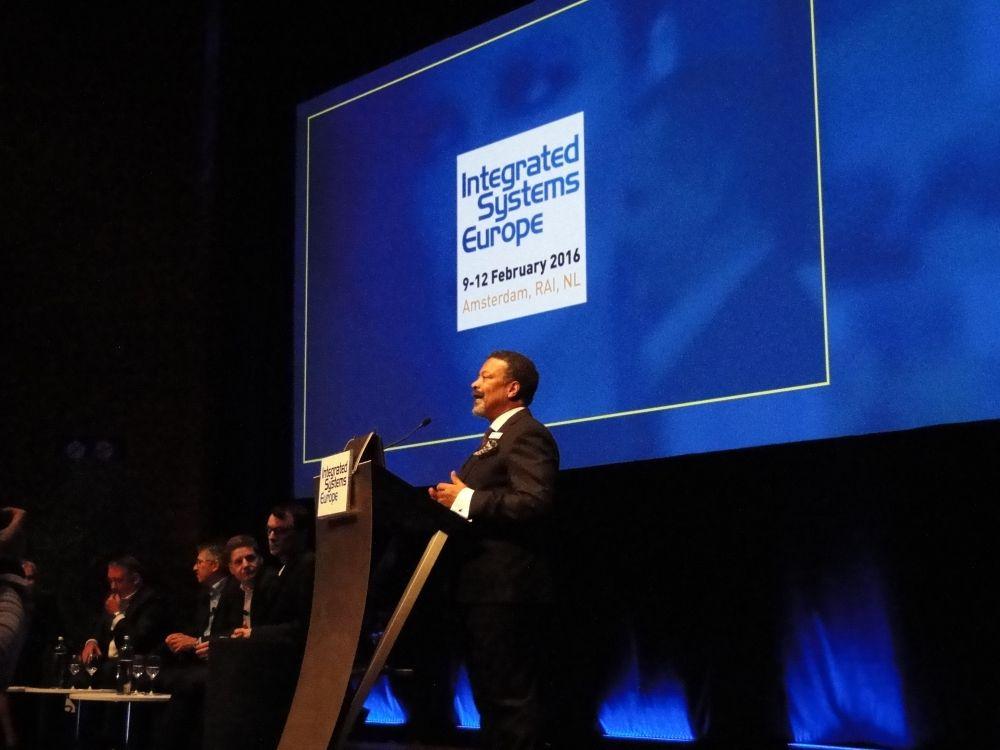 Mike Blackman bei der Eröffnung der Opening Keynote Discussion (Bild: invidis)