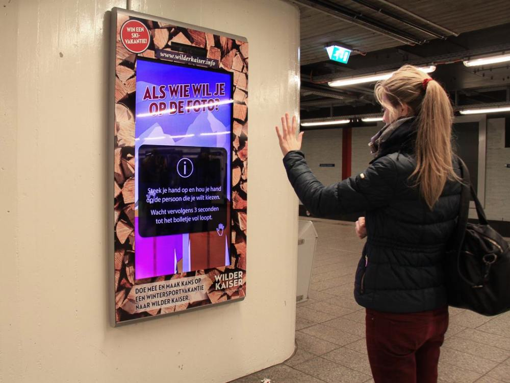 Im Januar 2016 an einer U-Bahnstation in Amsterdam - interaktive DooH Kampagne für den Wilden Kaiser (Foto: CS Digital Media)