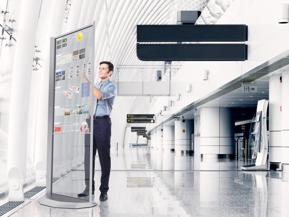 Mögliches Einsatzfeld Airportwerbung - transparenter Multitouch Crystal Screen OLED (Foto: Rendering: United Entertain)