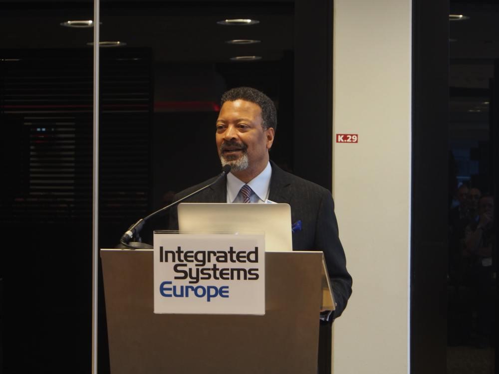 Mike Blackman auf der Pressekonferenz zur Eröffnung der ISE 2016 (Foto: invidis)
