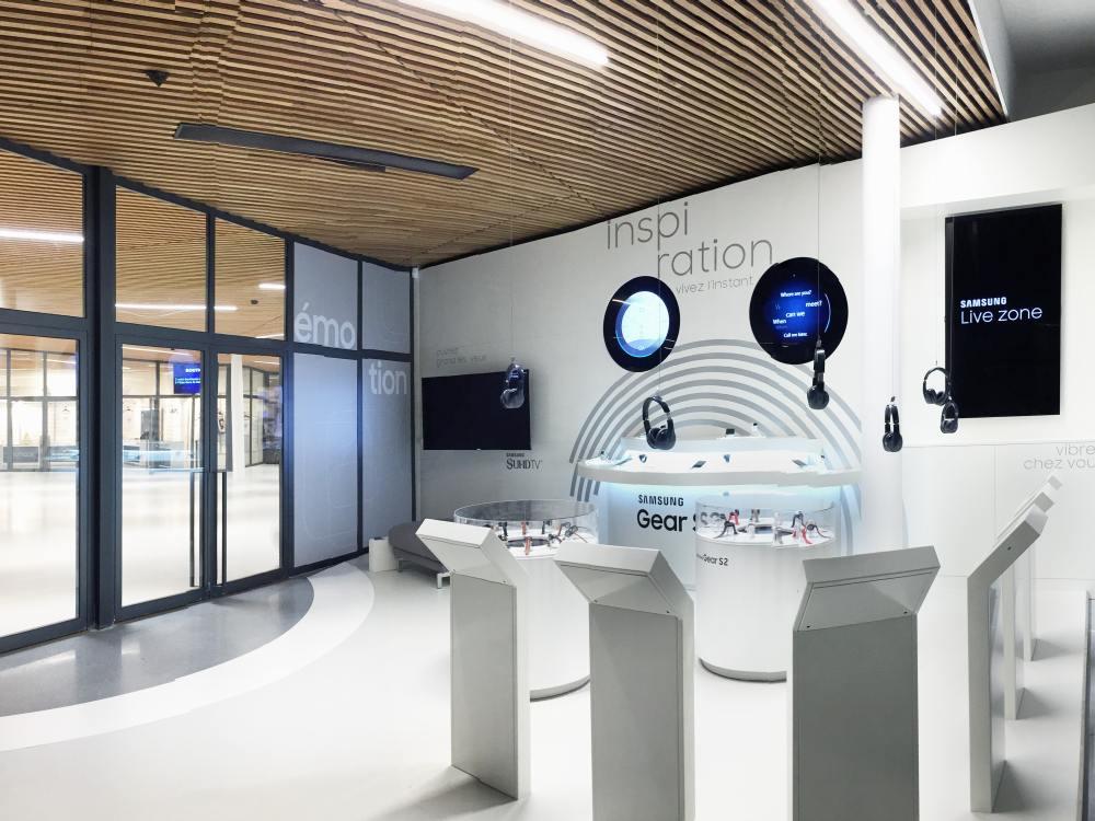 Neuer Samsung Store in Paris - Eingangsbereich (Foto: Umdasch Shopfitting)