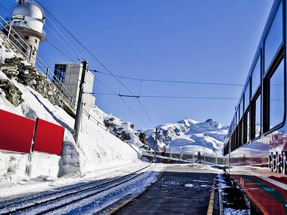 Plakatstellen ein einer Strecke der Matterhorn Gotthard Bahn (Foto: APG|SGA)