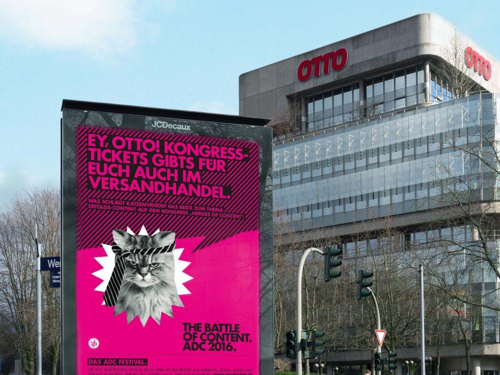 Katzen Content und lockerer Spruch - ADC Plakat vor der Otto Zentrale (Foto: WallDecaux)