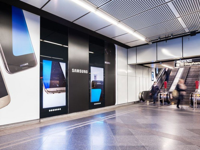 Analog-digitales Station Brandingfür Samsung am Stephansplatz (Foto: Gewista)