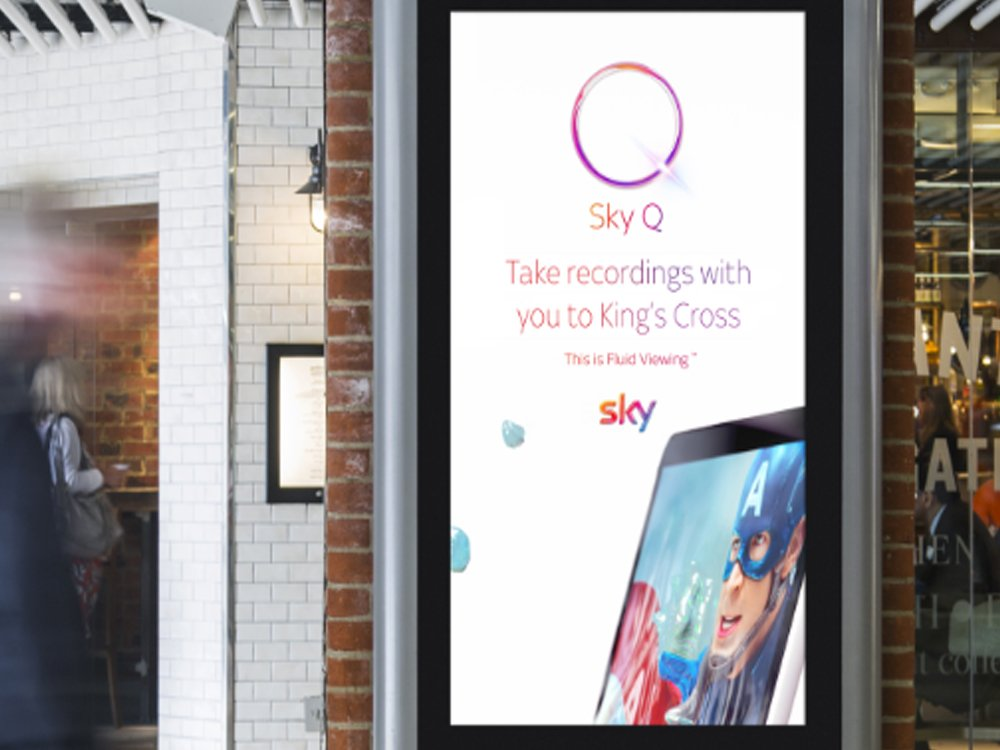 Ansprache via DooH- Kampagne für Sky Q (Foto: JCDecaux)