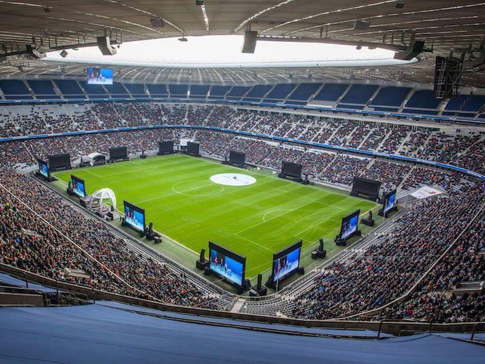 BMW Jubiläumsfeier in der Allianz Arena - große LED Wände für die Mitarbeiter (Foto: Wilhelm & Willhalm)