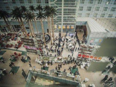 DSS aus der Vogelperspektive - Blick auf das Hotelfoyer während der 7. OVAB Munich Digital Signage Conference (Foto: Goettlicherfotografieren.de)
