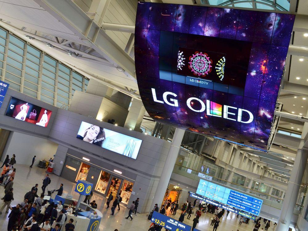 Der weltgrößte OLED Screen besteht aus insgesamt 150 Curved 55-Zöllern (Foto: LG)