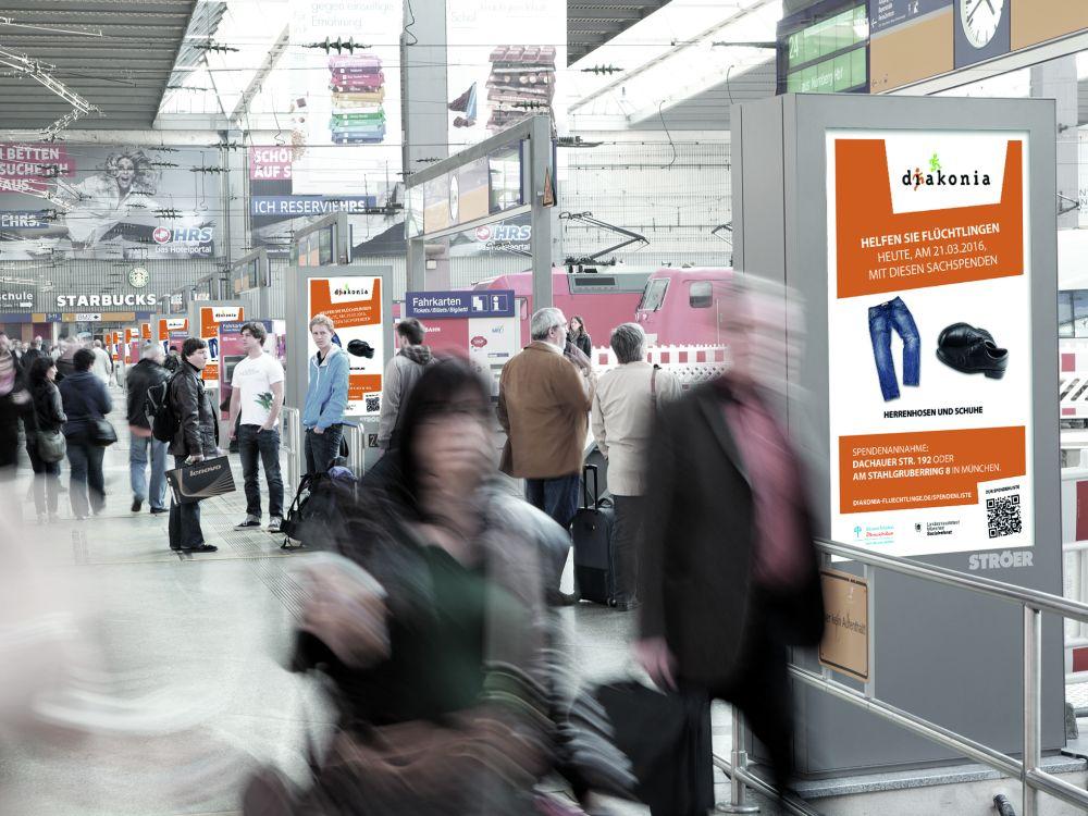 Diakonia Kampagne auf Station Video Screens in München (Foto: Kinetic)