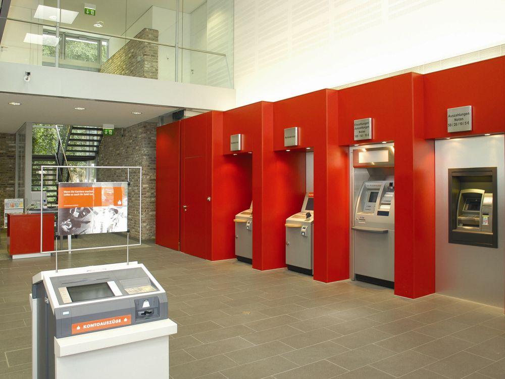 Schalterhalle einer deutschen Sparkasse (Foto: DSGV)