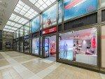 Schaufenster des Concept Stores mit Virtual Promoter (Foto: DER Reisebüro)
