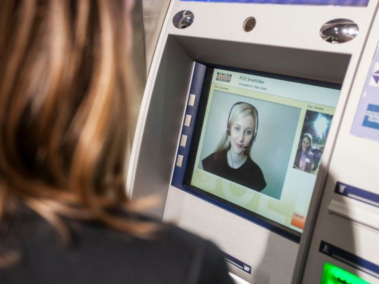 ATMs übernehmen immer komplexere Aufgaben - etwa Videoberatung (Foto: Wincor-Nixdorf)