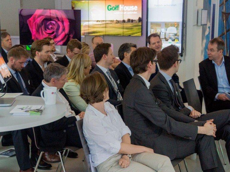 Bei der Veranstaltung informierten sich Retailer über aktuelle Trends (Foto: komma,tec redaction)
