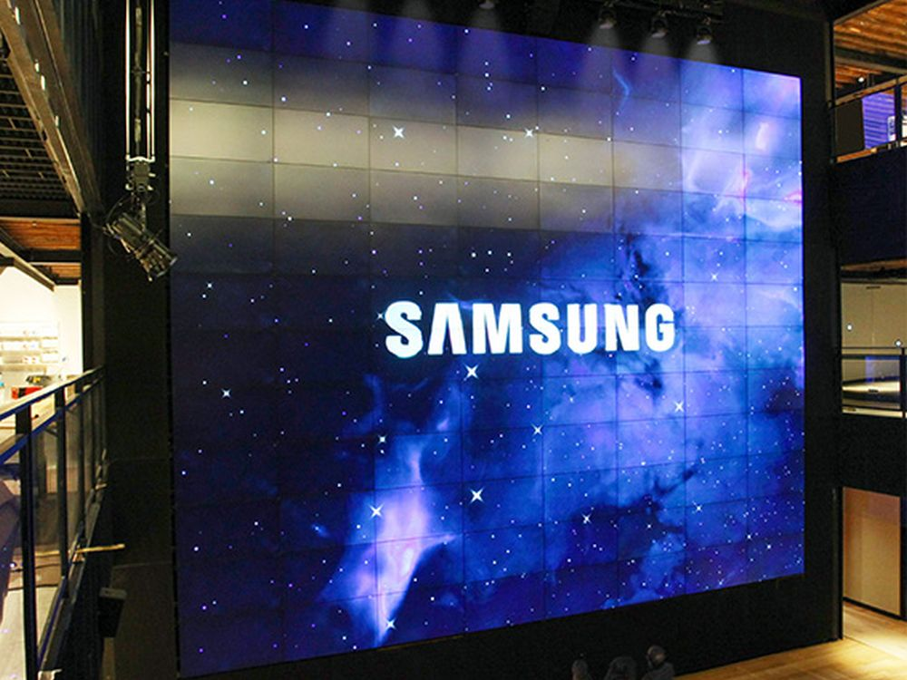 Samsung 837 Store New York | Video Wall with 12 times 9 displays in 55""
