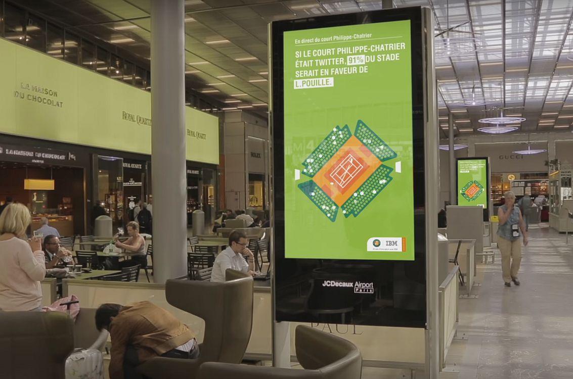 Echtzeitdaten wurden spannend aufbereitet - IBM Roland Garros 2015 Kampagne auf einem DooH Screen (Screenshot: invidis)