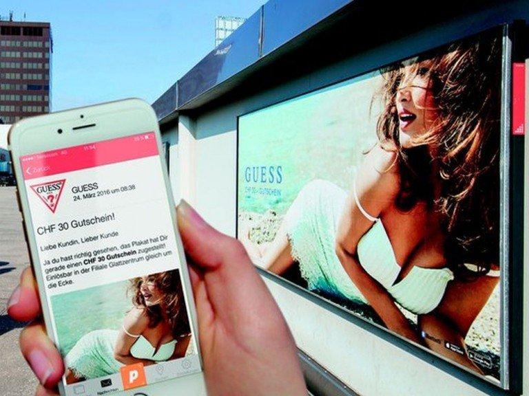 Eine der getesteten 23 Beacon Plakatstellen im Glatt Zentrum (Foto: APG|SGA)